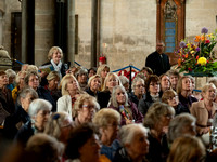 182 2020 Flower Display Opening - Demonstration -  Salisbury Cathedral 15thJune2019- photo by Ash Mills